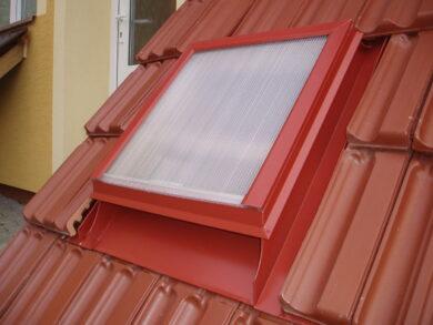 Vylézák hliníkový červený 60 x 60 cm, zasklený polykarbonátem(3607)